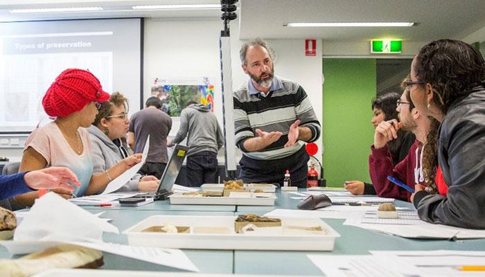 Hon. Professor glenn brock teaching his palaeobiology class at macquarie university.