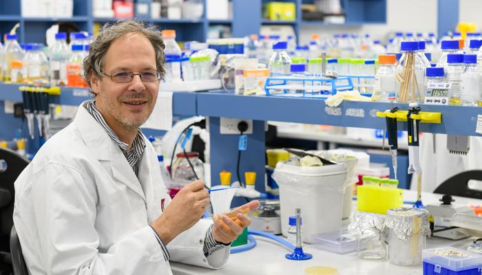 Yeast 2.0 researcher Ian Paulsen